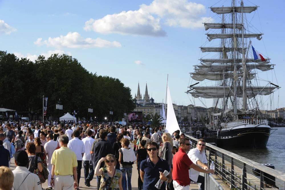 """Pour satisfaire la """"Belém fever"""", le trois-mâts participe aux grands rassemblements nautiques, ici en 2009 à Bordeaux ©  Jean Pierre Muller / AFP"""