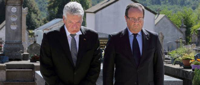 Francois Hollande et Joachim Gauck au cimetiere d'Oradour-sur-Glane, le 4 septembre 2013. Photo d'illustration.