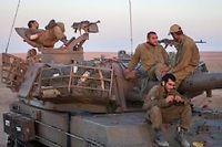 Des soldats israéliens à la frontière avec Gaza le 2 août. ©OMER MESSINGER / NurPhoto