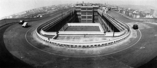 Le splendide Lingotto, avec sa piste d'essai sur le toit, a été transformé en centre commercial ©  Fiat
