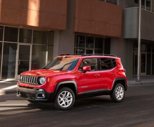 La petite Jeep Renegade, bien faite pour l'Europe et les pays émergents, arrive bien tard ©  Jeep