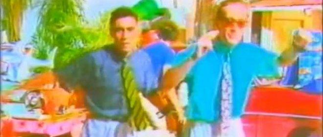 Stefano Rota et Stefano Righi, les sosies de Ted Mosby et de Jean Roucas du groupe italien Righeira.