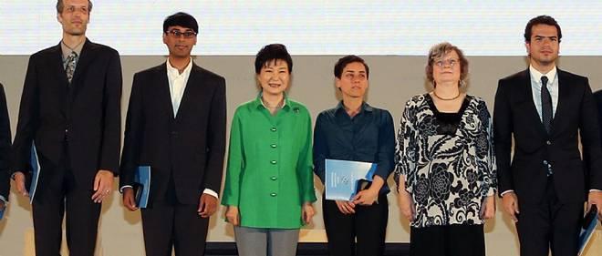 Les médaillés Fields 2014, le 13 août au Congrès international des mathématiciens à Séoul. De gauche à droite : Martin Hairer, Manjul Bhargava, Maryam Mirzakhani et Artur Ávila.
