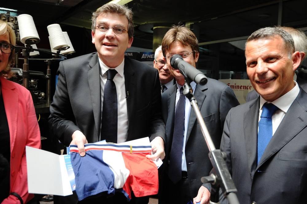 Le slip patriotique offert à Arnaud Montebourg a fait un tabac ©  AFP