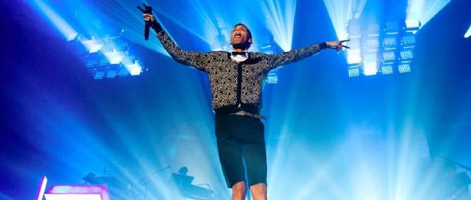 """Stromae en plein show le 2 avril 2014 à Amsterdam. Depuis la sortie de son album """"Racine carrée"""" il y a un an, le chanteur explose les ventes."""