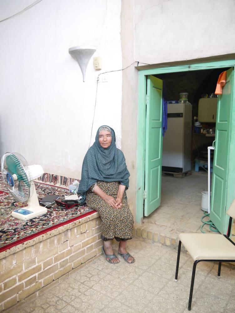 Une des dernières fidèles dans la bourgade de Cham. ©  Ian Hamel