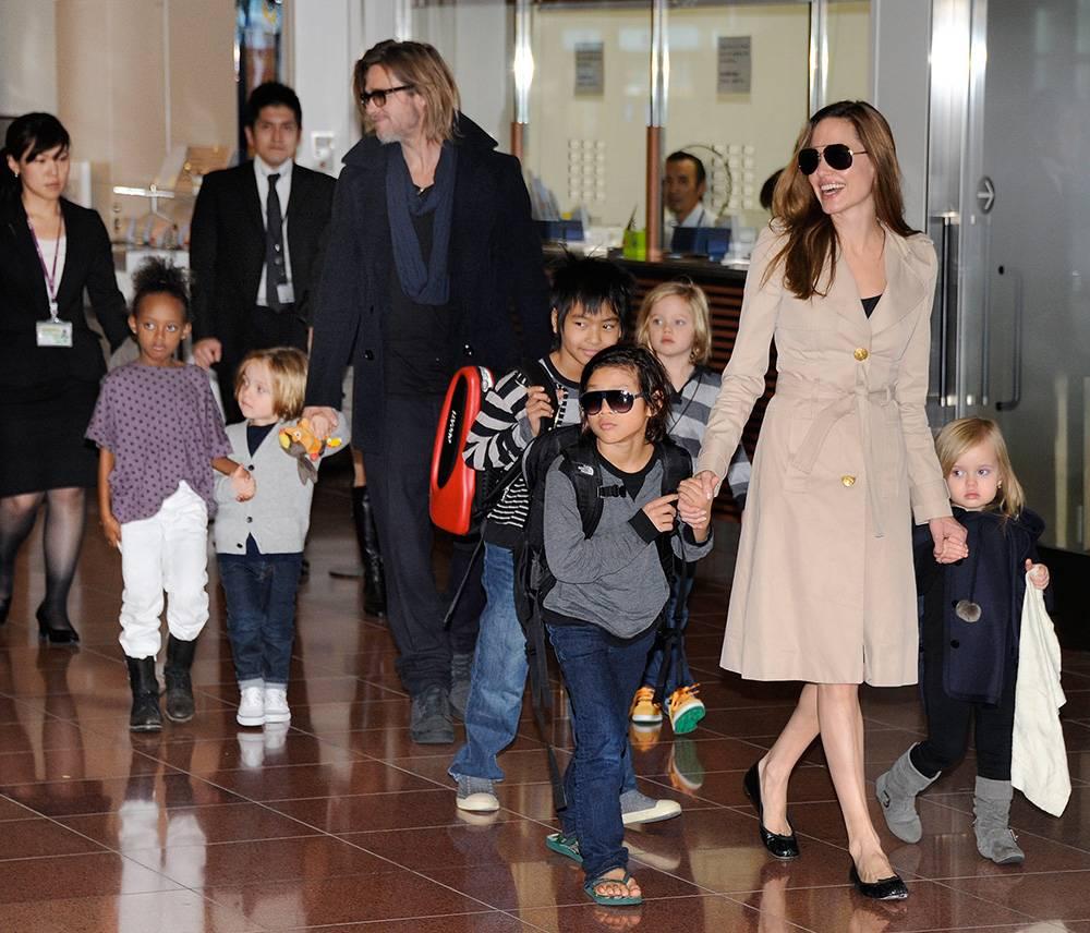 La famille Jolie-Pitt au complet ©  Toru YAMANAKA / AFP