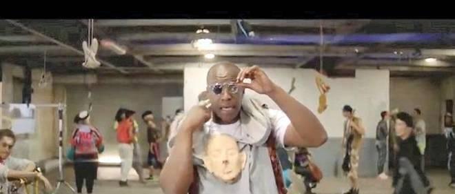 """Oxmo Puccino dans le clip de sa chanson """"Artiste""""."""