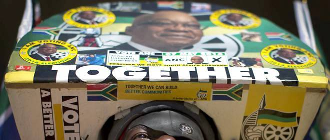Un militant de l'African National Congress et supporteur de Jacob Zuma lors des dernières élections générales en Afrique du Sud.