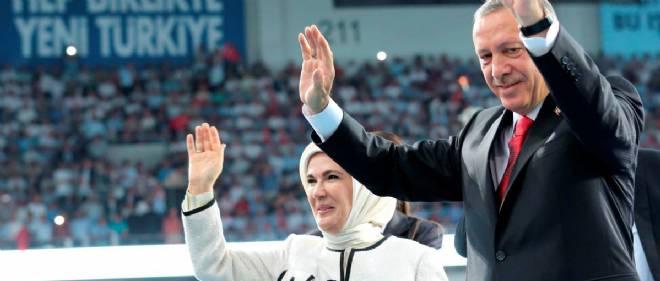 Recep Tayyip Erdogan et sa femme au congrès extraordinaire de l'AKP le 27 août