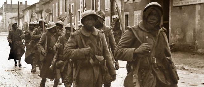 Des tirailleurs sénégalais en tenue de combat pendant la Première Guerre Mondiale. 60000 furent engagés dans le conflit.