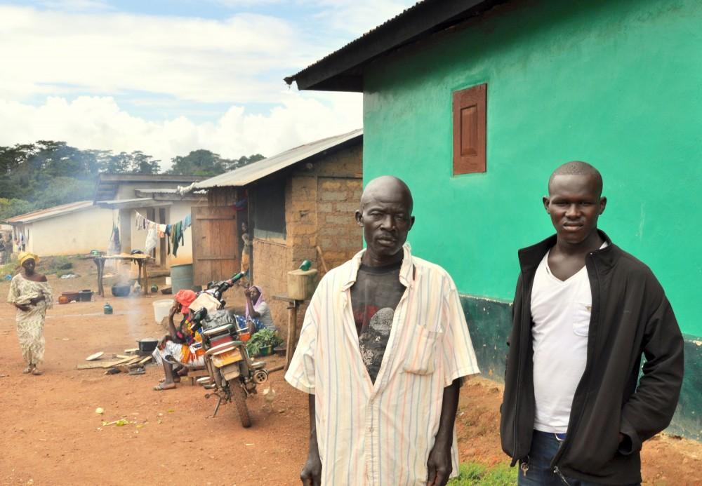"""Deux """"survivants"""" de Barkedu : Bobo Sherif, 35 ans et Mohamed Bility, 23 ans © Claire Meynial"""