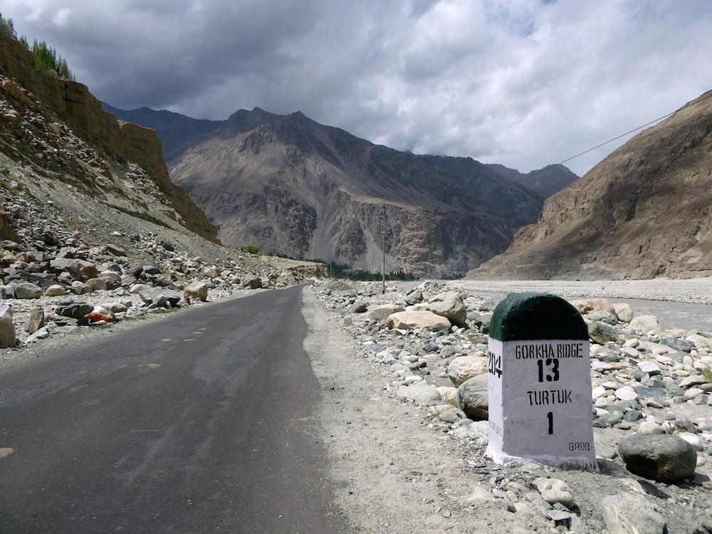Des routes entretenues à grand peine à des altitudes extrêmes ©  VD