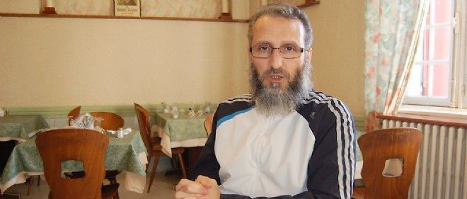 L'islamiste algérien Saïd Arif lorsqu'il était assigné à résidence à Brioude, en Haute-Loire, ici fin 2012.