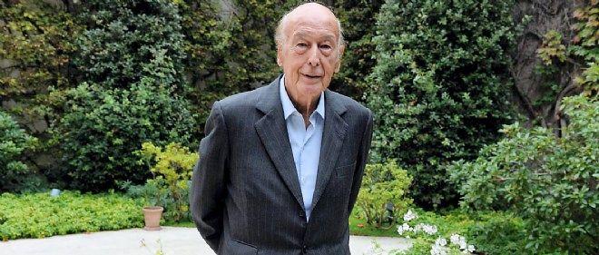 """Valéry Giscard d'Estaing (ici dans son jardin) estime que """"l'Europe a des atouts. Mais c'est un bateau ivre. Un beau bateau qui n'a pas de capitaine. Or la mer est agitée."""""""