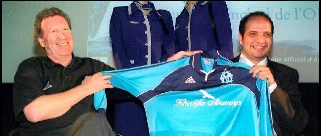 Robert-Louis Dreyfus, ancien président de l'Olympique de Marseille, et Rafik Khalifa, dont la société devient en 2001 le sponsor du club de football. © Pierre Andrieu / AFP