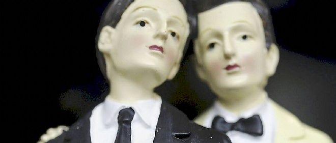 En Italie, un ministre souhaite annuler la retranscription sur les registres des mairies de mariages homosexuels contractés à l'étranger.