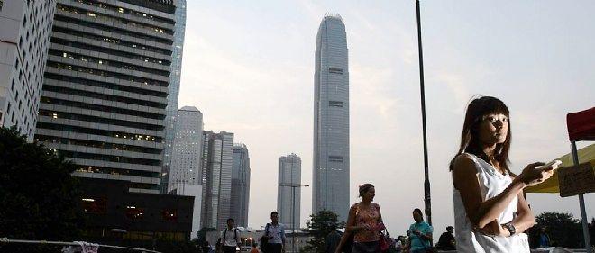 L'activité reprenait son cours mardi à Hong Kong alors que les manifestants entamaient un dialogue avec le gouvernement.