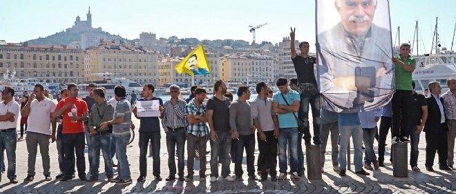 Le 2 octobre, des Kurdes manifestent sur le Vieux-Port de Marseille en soutien à leurs frères de Kobané, ville syrienne menacée par l'EI.