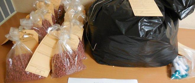 L'équivalent de 7,8 kg d'ecstasy, d'une valeur de plus de 200 000 euros, a été saisi par la douane française au péage de Montauban.