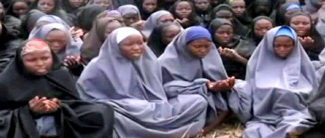 Une vidéo publiée par Boko Haram montrait en mai dernier quelque 130 jeunes filles voilées, récitant des versets du Coran.