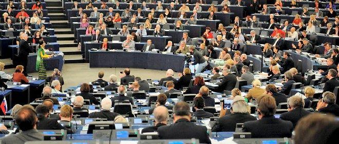 Les députés européens ont le droit d'exercer une activité annexe.
