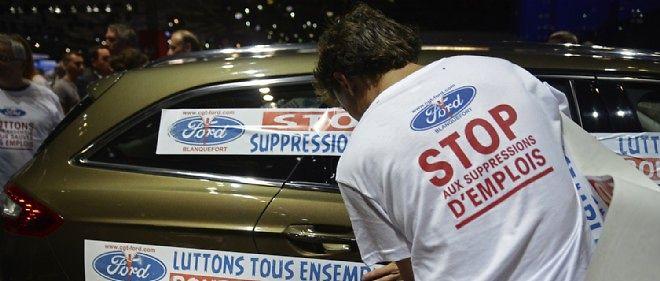 """Le 4 octobre dernier, des voitures avaient été """"stickées"""" par des manifestants. Cette fois, les forces de l'ordre veillaient pour empêcher toute intrusion sur les stands."""
