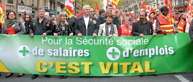 """""""Cette mobilisation est importante puisque ce qui est en jeu en ce moment à l'Assemblée nationale, c'est la question du financement de notre protection sociale"""", a déclaré le numéro un de la CGT, Thierry Lepaon."""
