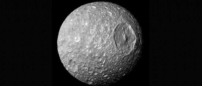 La lune de Saturne Mimas a un secret. Océan ou noyau bizarre ?