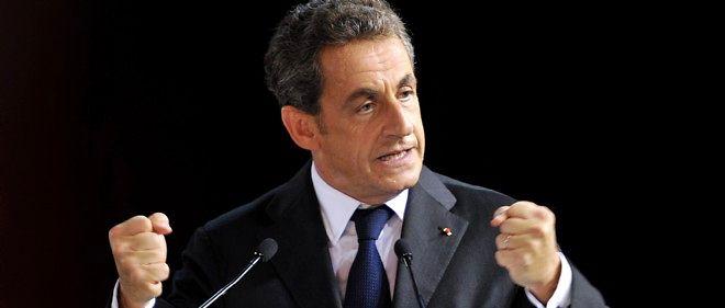 """Nicolas Sarkozy se réjouit de la couverture que """"Valeurs actuelles"""" lui consacre."""