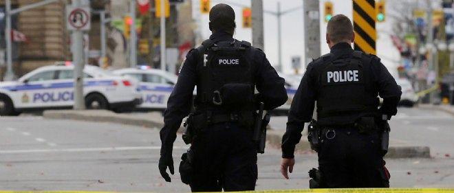 Deux policiers canadiens à Ottawa.
