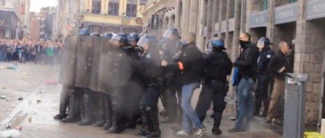 Des affrontements ont éclaté entre supporteurs d'Everton et policiers à Lille.