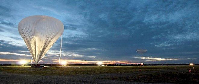 """Lancement de la nacelle stratosphérique """"EUSO Balloon"""" dans l'Ontario, le 25 août."""