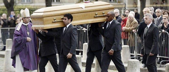 Le patron de Total sera inhumé mardi matin dans l'intimité familiale au cimetière de Kairon, situé dans la commune de Saint-Pair-sur-Mer (Manche).