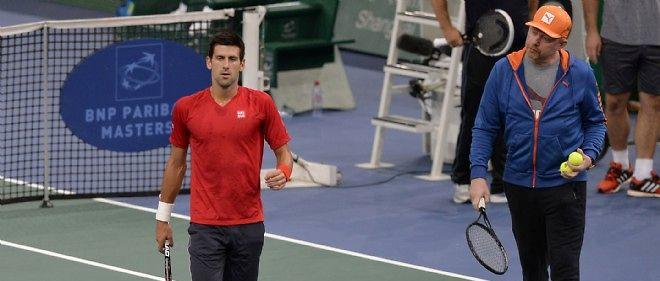 Malgré le forfait de Rafael Nadal, Novak Djokovic sait sa place de numéro un mondial menacée par Roger Federer, titré cette semaine à Bâle.