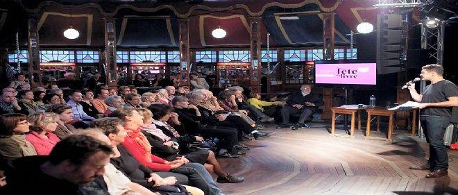 L'an dernier, Arnaud Meunier, directeur de la Comédie de Saint Étienne prêtait sa voix aux auteurs.