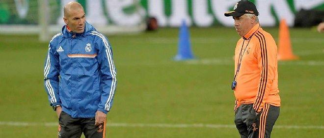 Zidane aux côtés de l'entraîneur du Real, Ancelotti.