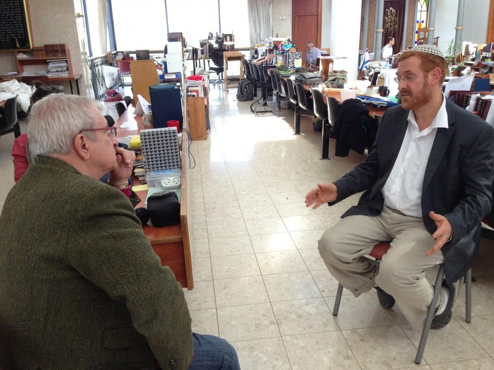 Charles Enderlin, interviewant le rabbin ultra-sioniste Yehuda Glick ©  DR
