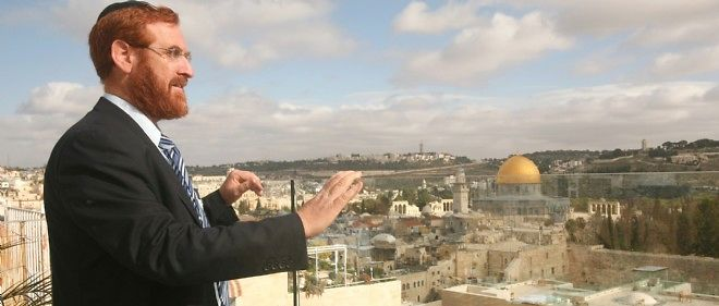 Le rabbin ultra-sioniste Yehuda Glick a été grièvement blessé après qu'un militant palestinien a tiré sur lui mercredi soir.