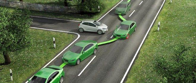 En agissant automatiquement et de manière sélective sur les freins, l'ESP permet au conducteur de garder le contrôle de son véhicule en situation d'urgence.