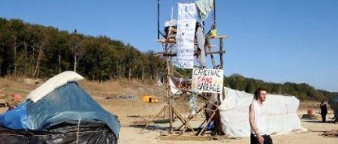 Des opposants au barrage sur le site de construction de l'infrastructure, à Sivens, le 29 octobre 2014.
