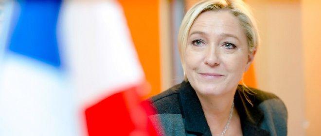 Marine Le Pen lors d'une conférence de presse donnée à Calais le 24 octobre 2014.