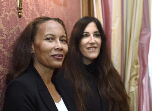 """L'Haïtienne Yanick Lahens (G) a reçu le prix Femina pour """"Bain de lune"""" et l'Israélienne Zeruya Shalev le Femina étranger pour """"Ce qui reste de nos vies"""", le 3 novembre 2014 à Paris © Eric Feferberg AFP"""