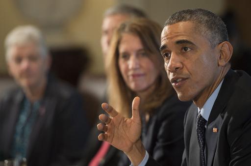 Barack Obama (d) lors d'une réunion de son cabinet à la Maison Blanche, à Washington, le 7 novembre 2014 © Jim Watson AFP