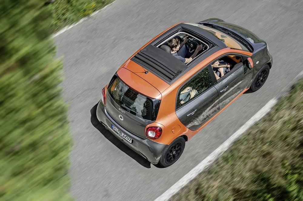 L'empattement allongé de 80 cm permet d'ajouter deux places et deux portes arrière. ©  SMART