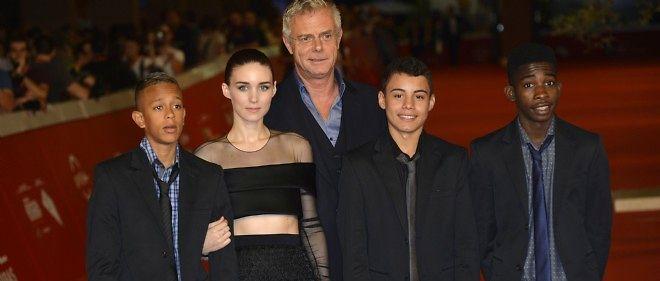"""Stephen Daldry et Rooney Mara entourés des trois héros de """"Favelas"""", le 18 octobre 2014 au Festival du film de Rome"""