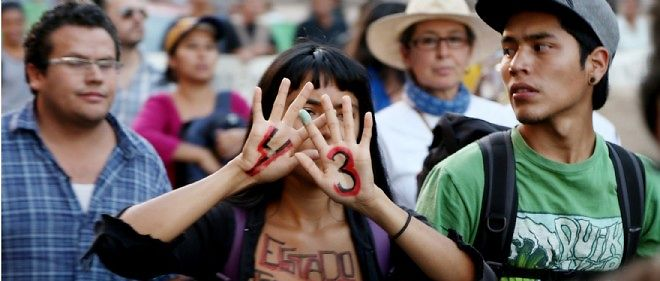 Un demi-millier de personnes ont manifesté dans les rues de Mexico le 13 novembre 2014.