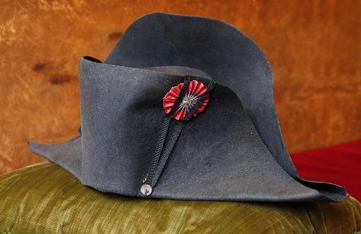 ramassé concepteur neuf et d'occasion france pas cher vente Le chapeau de Napoléon aux enchères à Fontainebleau - Le Point