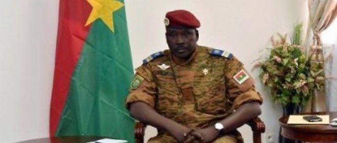 Le lieutenant-colonel Isaac Zida, au Conseil économique et social à Ouagadougou, le 14 novembre 2014.