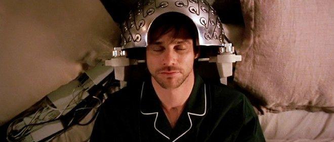 """Jim Carrey modifie sa mémoire dans """"Eternal Sunshine of the Spotless Mind"""" de Michel Gondry."""